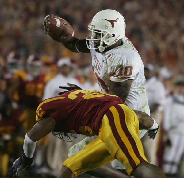 Vince Young scoring a touchdown at the College Football championship game vs USC at the Rose Bowl