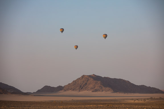 Namibia-sossusvlei-hotel-le-mirage-hot-air-balloons