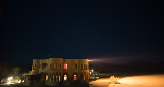 Namibia-sossusvlei-hotel-le-mirage-night-light-waterhole
